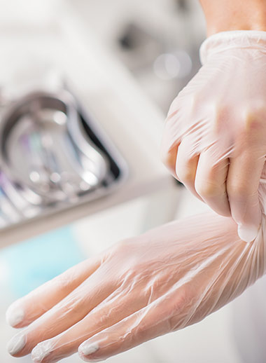 Clear vinyl powder-free gloves